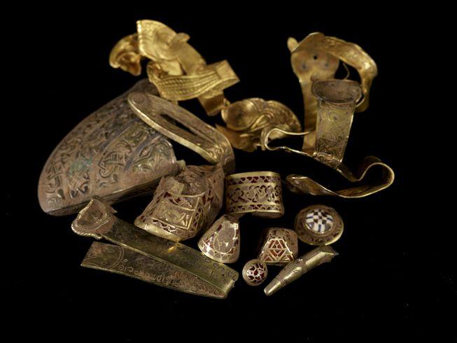 staffordshire-hoard-huge-metal-detecting-finds